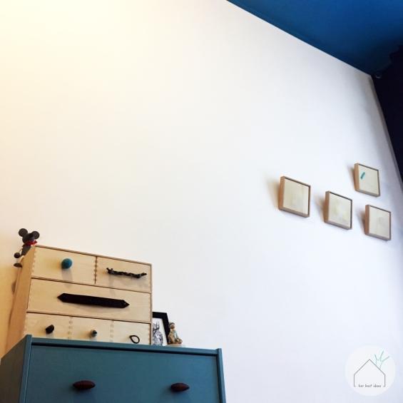 komodka-na-tle-sufitu