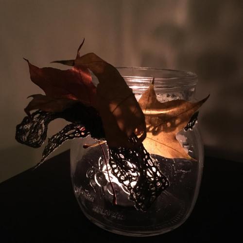 swiecznik-z-lisciem