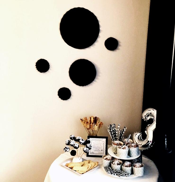 urodziny-tosi-stolik-ze-slodyczami