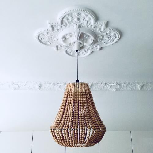 lampa z drewnianych korali DIY