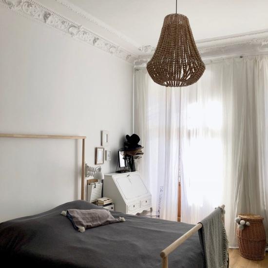 lampa z korali w sypialni